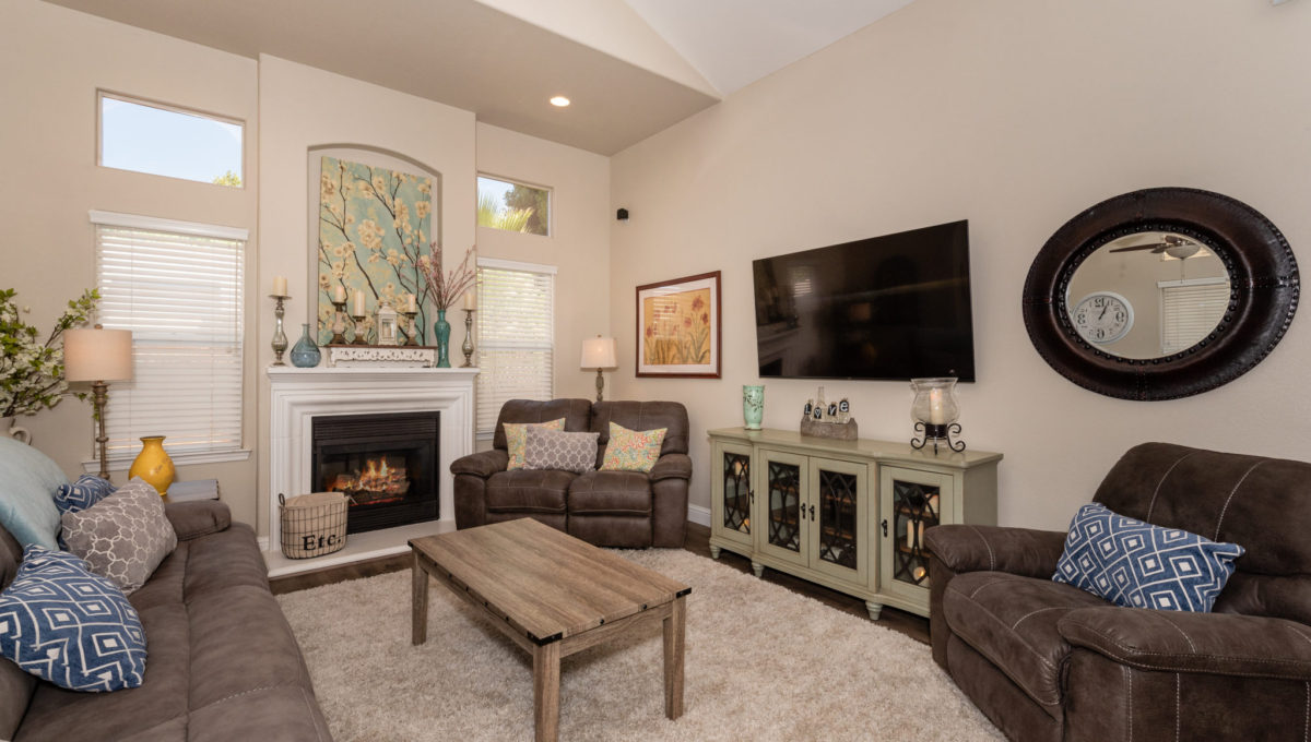 4721 Starbuck Ave High Res Screen-1