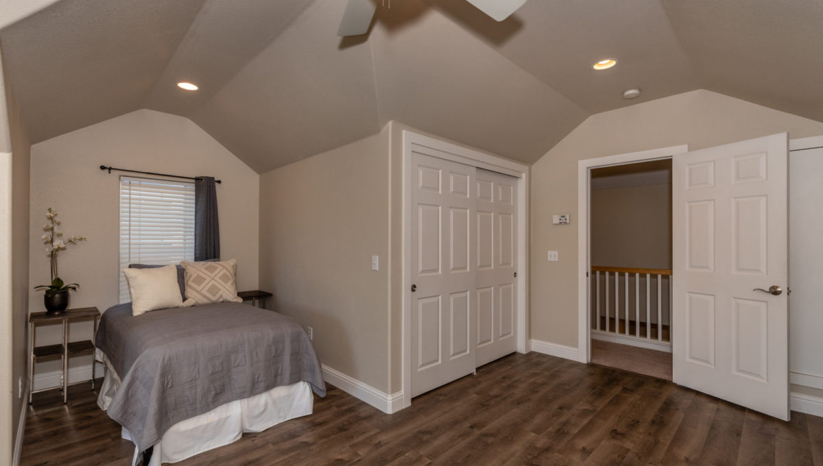 4721 Starbuck Ave High Res Screen-10