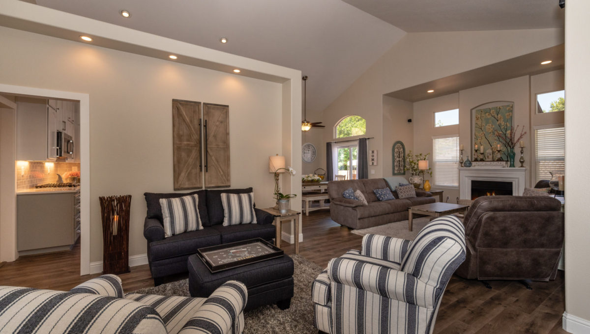 4721 Starbuck Ave High Res Screen-13