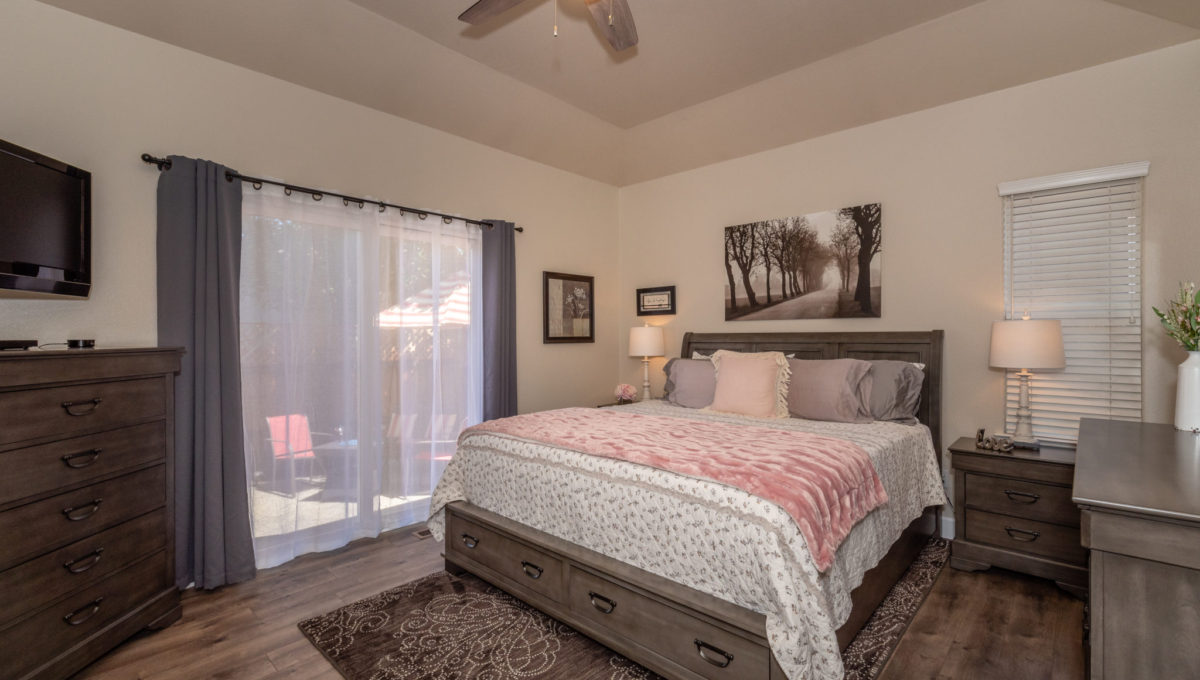4721 Starbuck Ave High Res Screen-17