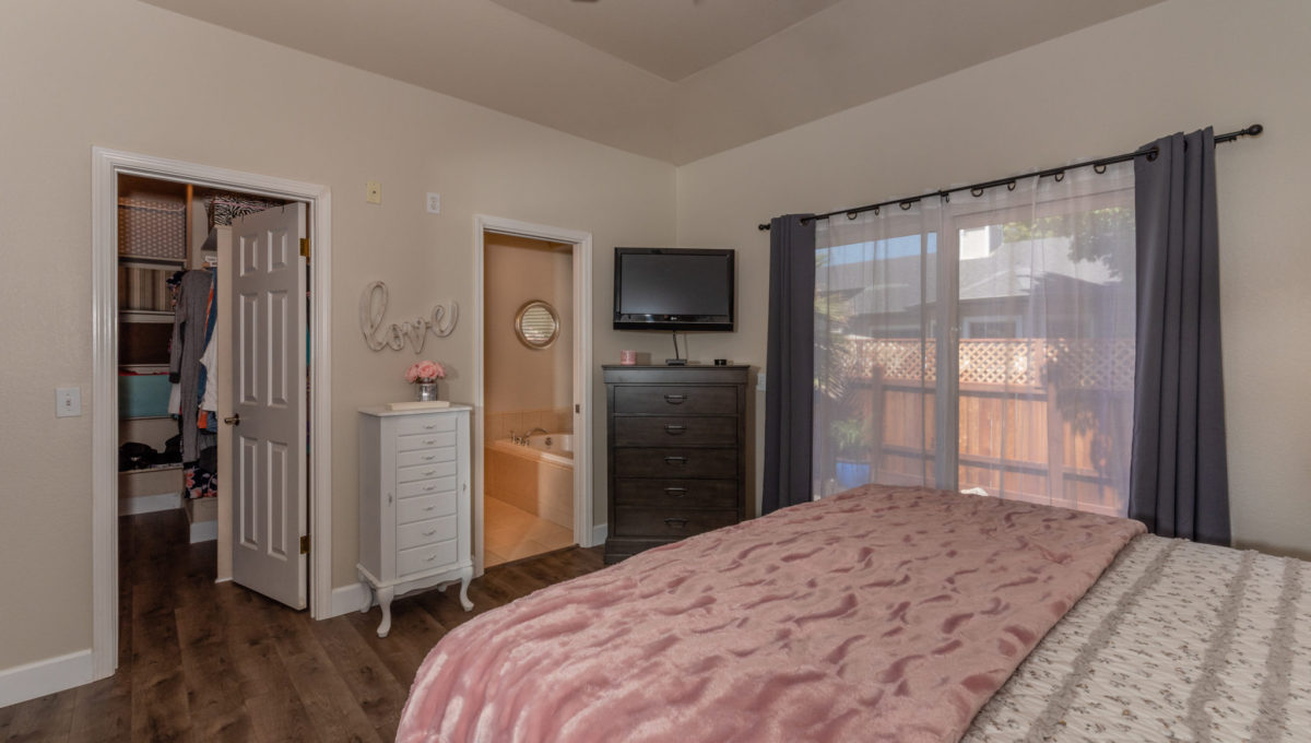 4721 Starbuck Ave High Res Screen-18