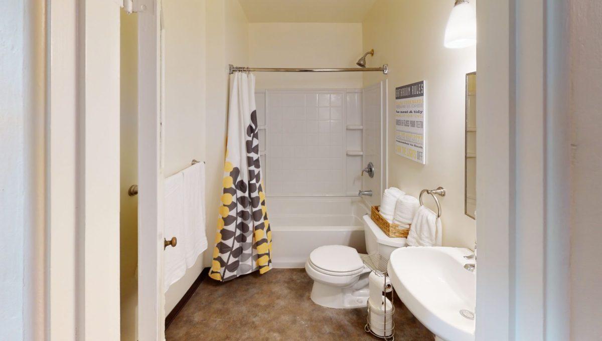 826-Fourth-St-1-Bathroom