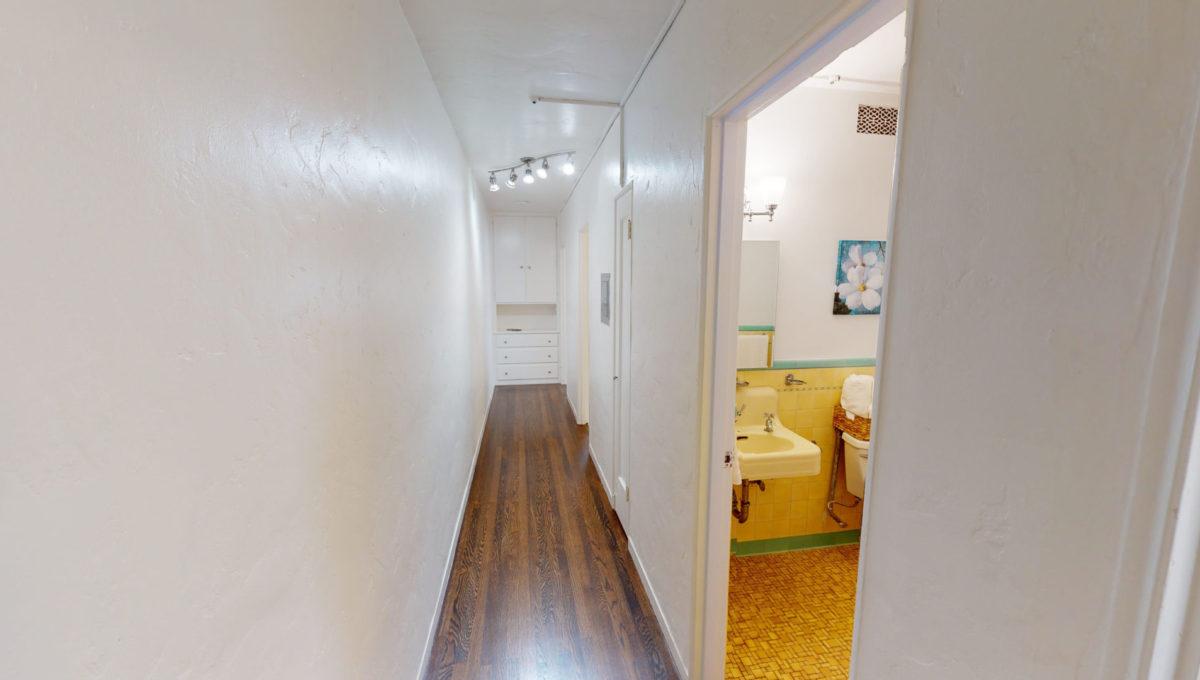 826-Fourth-St-2-Hallway