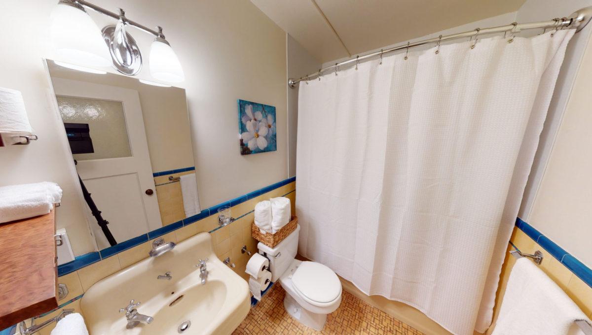 826-Fourth-St-4-Bathroom