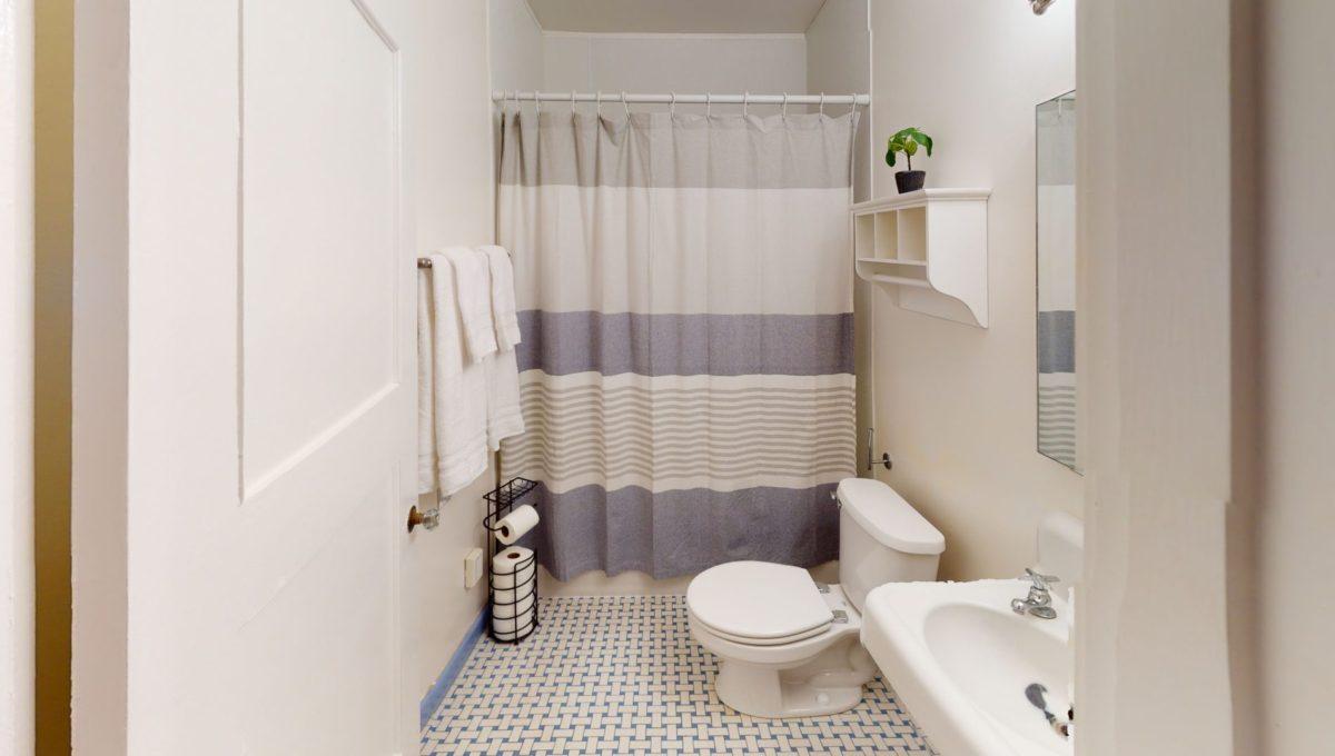 830-4th-St-1-Bathroom